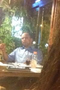 צולם באחת מפגישותיו בבית קפה בבורוכוב ברעננה